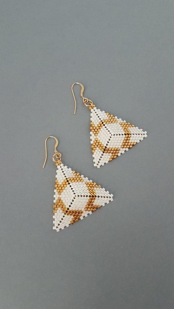 pendentifs en perles blanc nacré et plaquées or