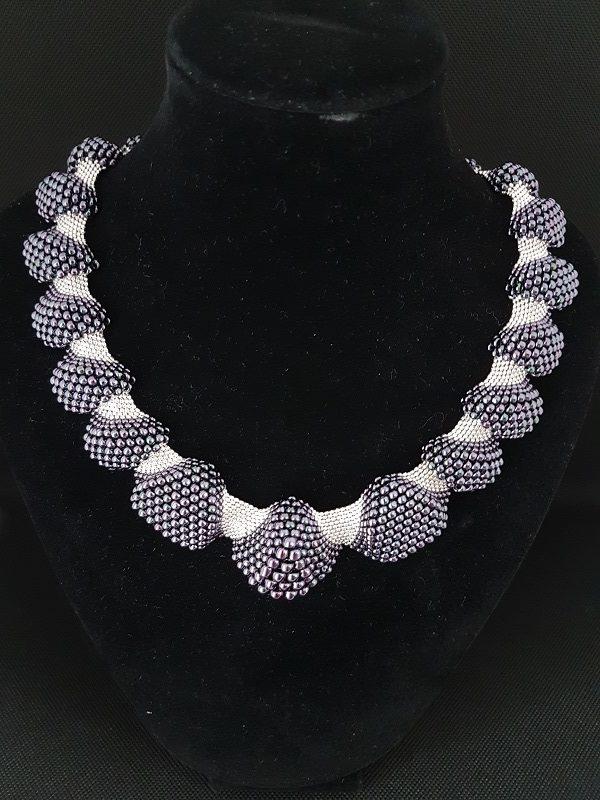collier perles argent et mauve métallisé